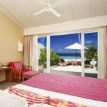 Centara Ras Fushi Resort & Spa Maldives Beach Villa - Okyanus Kıyısında