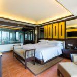 Phuket Marriott Resort & Spa, Merlin Beach Tek Yatak Odalı Merlin Süit - Balkonlu ve Deniz Manzaralı
